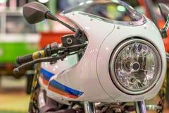Faro del motociclo e la parte anteriore del motociclo fotografie stock