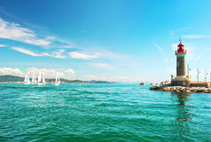 Faro del paisaje mediterráneo hermoso de St Tropez Paisaje mediterráneo Rivierera francés Imágenes de archivo libres de regalías