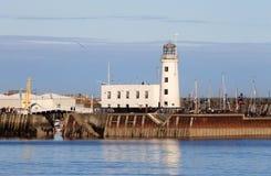 Faro del puerto de Scarborough fotos de archivo libres de regalías