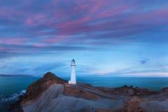 Faro del punto del castillo, salida del sol, Wairarapa Nueva Zelanda en Wellington Region de la isla del norte de Nueva Zelanda imágenes de archivo libres de regalías