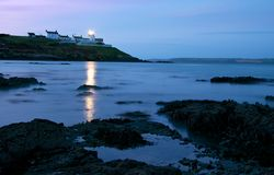 Faro del punto de Roches del corcho en el amanecer Fotografía de archivo libre de regalías