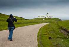 Faro del punto de Strathy, Escocia, visión desde el camino Imagen de archivo libre de regalías