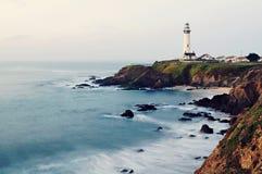 Faro del punto del piccione sulla strada principale della costa del Pacifico di California Fotografie Stock Libere da Diritti