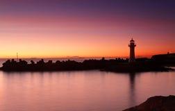 Faro del rompeolas de Wollongong de la salida del sol Fotos de archivo libres de regalías