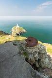 Faro del sur de la pila, y emplazamiento de arma, Anglesey Foto de archivo libre de regalías