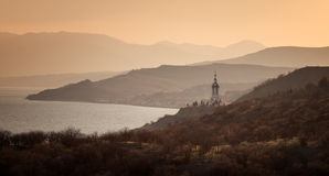 Faro del templo en la costa fotos de archivo libres de regalías