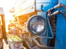 Faro del trattore con il percorso di ritaglio, faro del fascio sigillato cerchio immagine stock libera da diritti