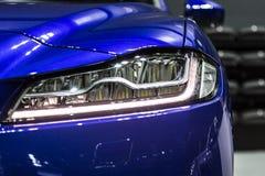 Faro dell'automobile moderna di sport 4WD con l'ottica del xeno e piombo Immagine Stock Libera da Diritti