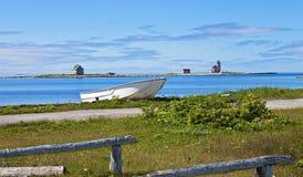 Faro dell'isola del fiore, barca, Terranova Immagini Stock