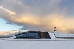 Faro di Alnes e galleria moderna all'isola di Godoya Fotografia Stock