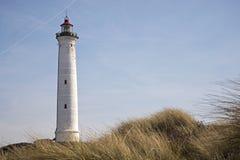 Faro di Lyngvig nel paesaggio costiero della Danimarca Immagine Stock