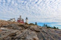 Faro di Maine del punto di Pemaquid sopra le rocce Fotografia Stock