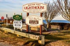 Faro di Montauk, New York - novembre 2013 - un bello giorno di autunno per visitare il faro di Montauk fotografia stock libera da diritti