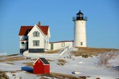 Faro di Neddick del capo, vecchio villaggio di York, Maine Immagini Stock Libere da Diritti