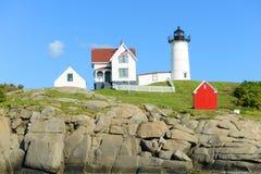 Faro di Neddick del capo, vecchio villaggio di York, Maine Fotografia Stock Libera da Diritti