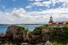 Faro di Santander sulle rocce Cantabria Spagna fotografia stock