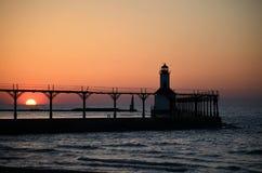 Faro di tramonto di lago Michigan Immagine Stock Libera da Diritti