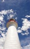 Faro e cielo nuvoloso Immagini Stock