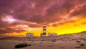 Faro e cielo nuvoloso Fotografia Stock Libera da Diritti