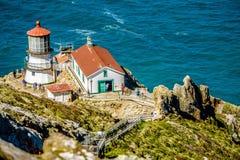 Faro e costa del Pacifico di Reyes del punto fotografie stock libere da diritti