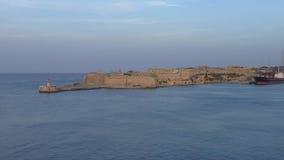 Faro e fortificazione Ricasoli, porto della città di La Valletta video d archivio