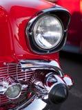 Faro e griglia classici dell'automobile fotografia stock