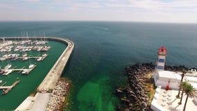 Faro e porticciolo della vista aerea di Cascais Portogallo video d archivio