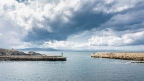 Faro e porto Fotografia Stock Libera da Diritti