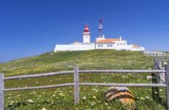 Faro e scogliere di Roca del capo di Cabo da Roca Fotografia Stock