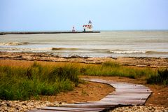 Faro e spiaggia di Kewaunee fotografie stock