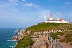 Faro ed oceano al cabo da Roca, Portogallo fotografia stock libera da diritti