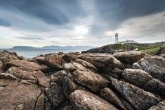 Faro el al frente de Fanad en la costa del norte de Donegal Fotos de archivo