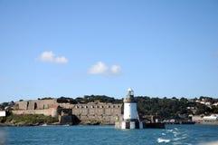 Faro en el acceso de San Pedro, Guernesey Imágenes de archivo libres de regalías