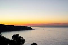 Faro en el amanecer… Imagen de archivo libre de regalías
