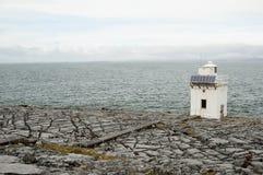 Faro en el Burren, Co.Clare - Irlanda de la espinilla Foto de archivo