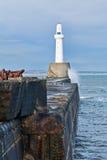 Faro en el embarcadero Imagen de archivo libre de regalías