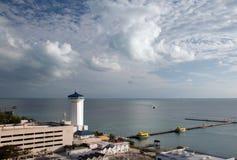 Faro en el embarcadero cercano en Puerto Juarez Cancun México foto de archivo libre de regalías