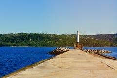 Faro en el extremo del embarcadero Imagen de archivo