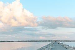 Faro en el horizonte imagen de archivo libre de regalías
