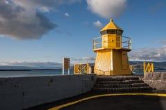 Faro en el puerto de Reykjavik Fotografía de archivo