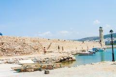 Faro en el puerto veneciano de Rethymno fotografía de archivo