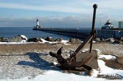 Faro en enrance del puerto Fotografía de archivo