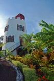 Faro en jardín tropical en la isla de Grenada Foto de archivo libre de regalías
