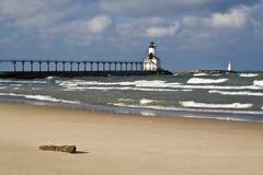 Faro en la ciudad de Michigan foto de archivo
