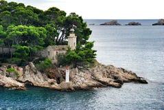 Faro en la isla de Daksa, Croacia Fotos de archivo