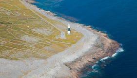 Faro en la isla de Inisheer Imagen de archivo libre de regalías