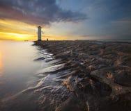 Faro en la luz de la puesta del sol Imagenes de archivo