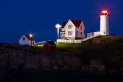 Faro en la noche, cabo Neddick de la protuberancia pequeña Foto de archivo