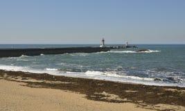 Faro en la playa de Oporto Fotos de archivo