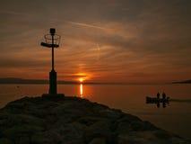 Faro en la puesta del sol fotografía de archivo libre de regalías